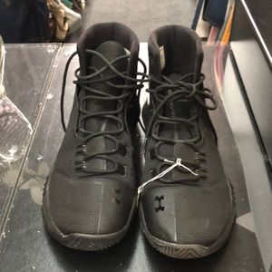 Under Armour Black sz 8 1/2 sneakers